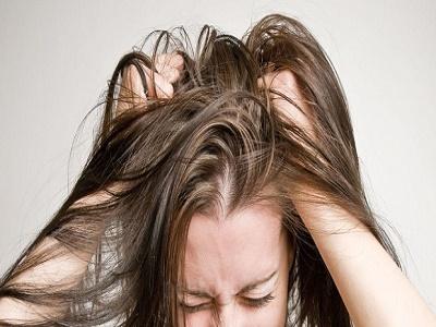 Da đầu ngứa dai dẳng, nguyên nhân có thể xuất phát từ các bệnh khó chịu này